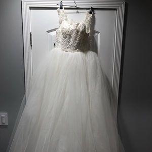 Dresses & Skirts - Brand New Wedding Grown
